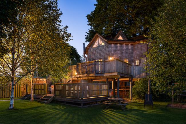Fancy staying in this luxurious Somerset treehouse - complete with hot tub?