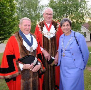 Taunton Deane's new Mayor, Cllr Jefferson Horsley (centre) with his wife, Freny, and Deputy Mayor Steve Brooks.