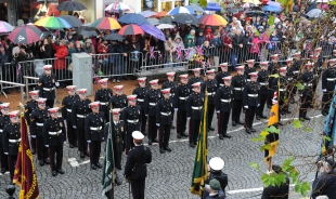 Royal Marines march - 30,000 turn out to ch