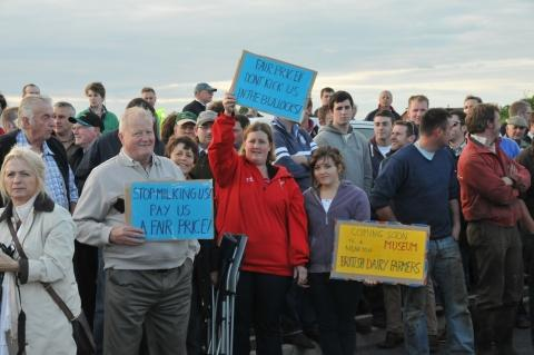 UPDATE: Bridgwater farmers in second dairy blockade