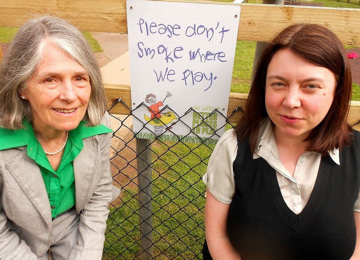 Councillors Vivienne Stock-Williams and Catherine Herbert at the new sign in Vivary Park.