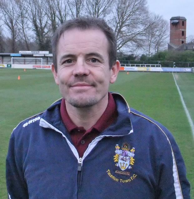 Somerset County Gazette: FOOTBALL: Mo Hopkins set to stay at Taunton Town
