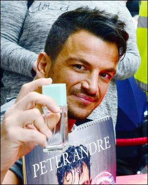 Somerset County Gazette: PICTURES & VIDEO: Peter Andre thanks hundreds who turned out for Taunton appearance