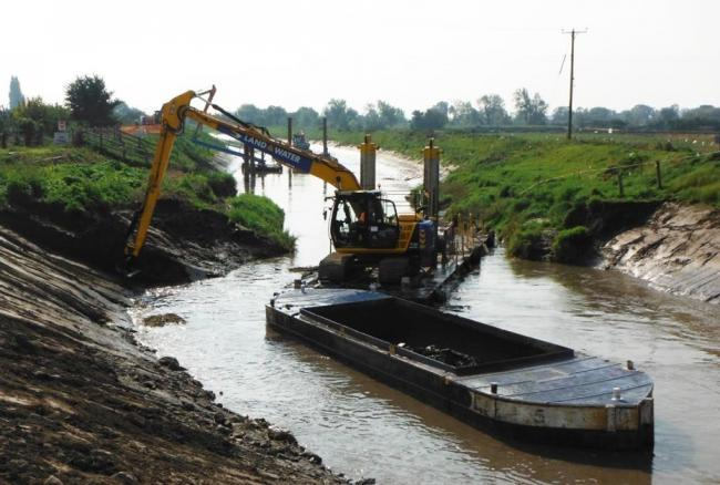 The River Parrett At Westonzoyland Being Dredged Through Conventional Methods In 2014. CREDIT: Somerset Rivers Authority